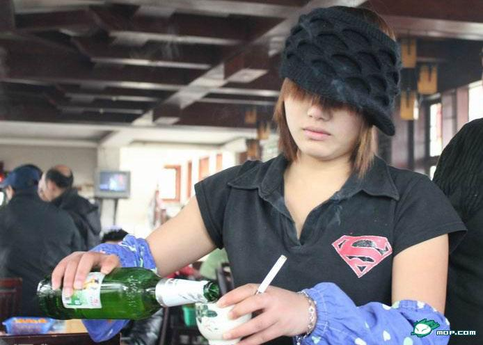 scary-chinese-waitress-cigarette-in-mouth-vacant-look-03